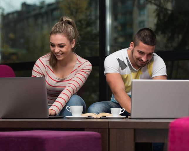 Kako online upoznavanje utice na samopouzdanje muškaraca